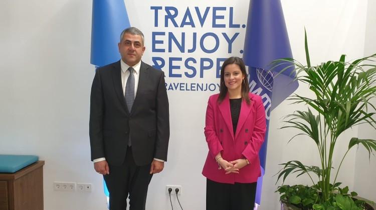 El secretario general de la Organización Mundial de Turismo, Zurab Pololikashvili, y la consejera de Turismo, Industria y Comercio del Gobierno de Canarias, Yaiza Castilla