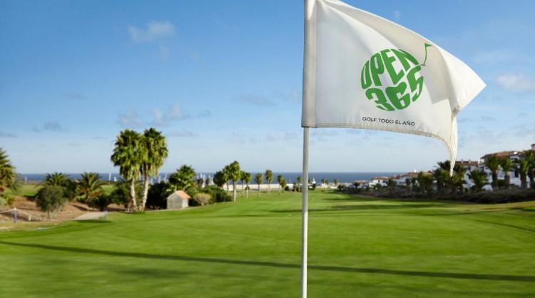 El turismo de golf encuentra en las Islas Canarias un entorno atractivo para practicar su deporte favorito.