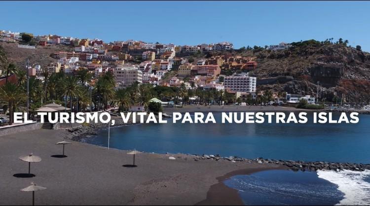 """Campaña de concienciación """"Qué bien se está sin turistas"""" que apela a la población a implicarse activamente en la bajada del índice de contagios en las Islas Canarias"""