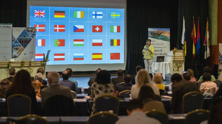 Momento de la intervención de María Méndez, gerente de Promotur Turismo de Canarias, en el III Congreso Internacional de Estudios de Turismo y Ocio