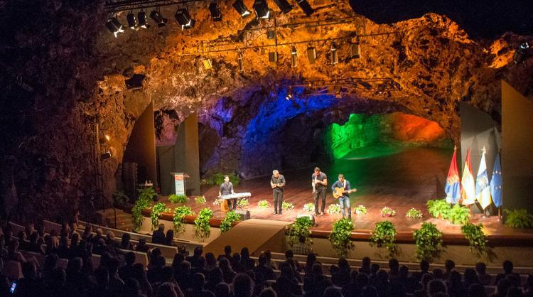 Algo más de 760.000 euros para 56 eventos presenciales en las Islas Canarias.