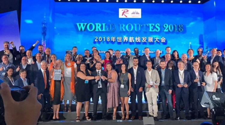 Turismo de canarias recibe premio al mejor destino mundial en captación de rutas