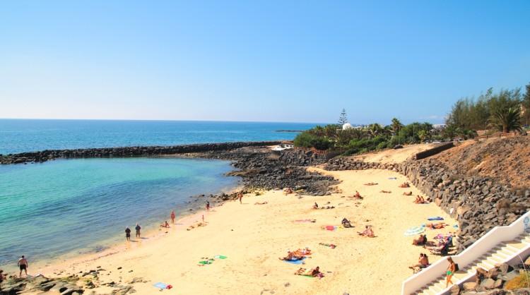 Turistas disfrutando de sus vacaciones en las Islas Canarias